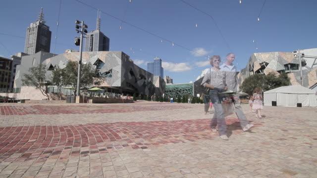 WS People walking near federation square / Melbourne, Victoria, Australia