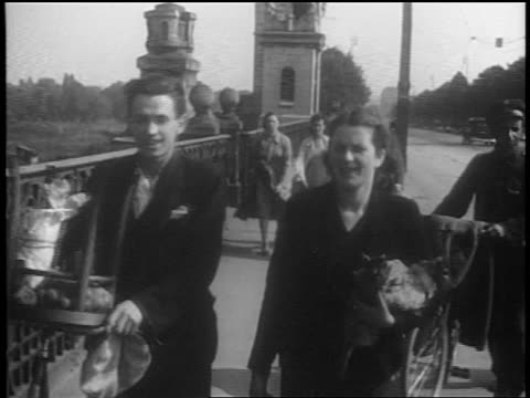 people walking on bridge towards camera / warsaw, poland / documentary - 1939 stock videos & royalty-free footage