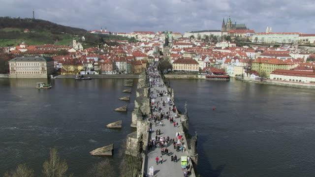 ws people walking on charles bridge near prague castle / prague, hlavni mesto praha, czech republic - charles bridge stock videos & royalty-free footage