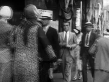 b/w 1930 people walking on city sidewalk / los angeles, ca - 1930 bildbanksvideor och videomaterial från bakom kulisserna