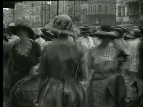 stockvideo's en b-roll-footage met b/w people walking on crowded sidewalk / new orleans / 1915 / no sound - 1915