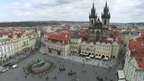 ws people walking on old town square near tyn church / prague, hlavni mesto praha, czech republic - stare mesto stock videos & royalty-free footage