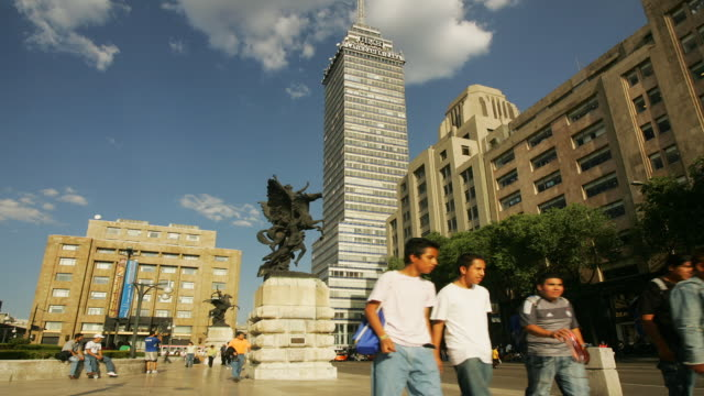 t/l, ms, people walking on plaza de bellas artes, torre latinoamericana in background, mexico city, mexico  - torre latinoamericana stock videos & royalty-free footage