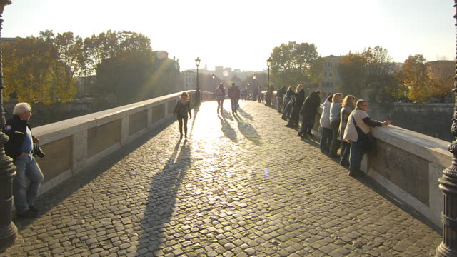 WA T/L ZO CS People walking on Ponti Sisto