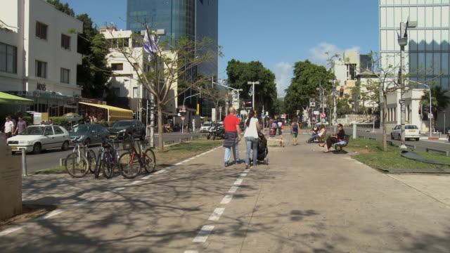 ws people walking on rothschild boulevard / tel aviv, israel - tel aviv stock videos & royalty-free footage
