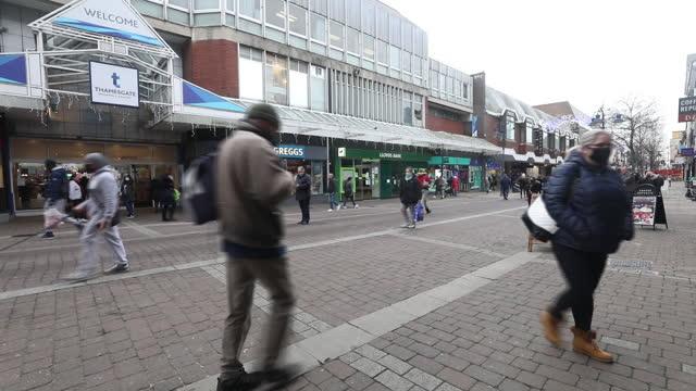 people walking on shopping street in, as tier 3 restrictions come into force, in chatham, medway, kent, england, u.k., on wednesday, december 2,... - kent england bildbanksvideor och videomaterial från bakom kulisserna