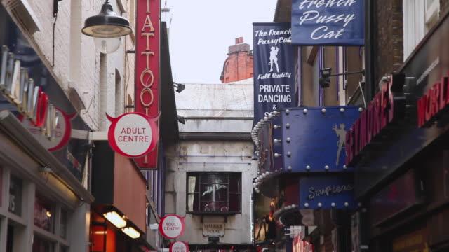 stockvideo's en b-roll-footage met ms people walking on small side street in soho, central london / london, greater london, uk - greater london