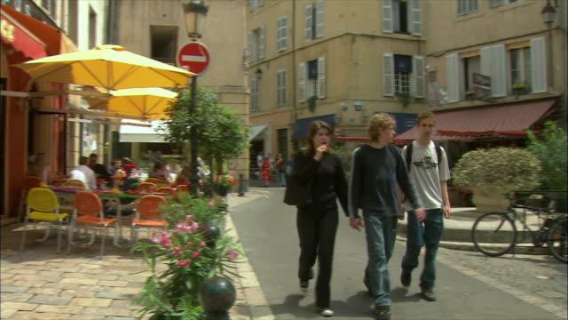 vídeos de stock, filmes e b-roll de ws pan people walking on street / aix-en-provence, provence, france - aix en provence