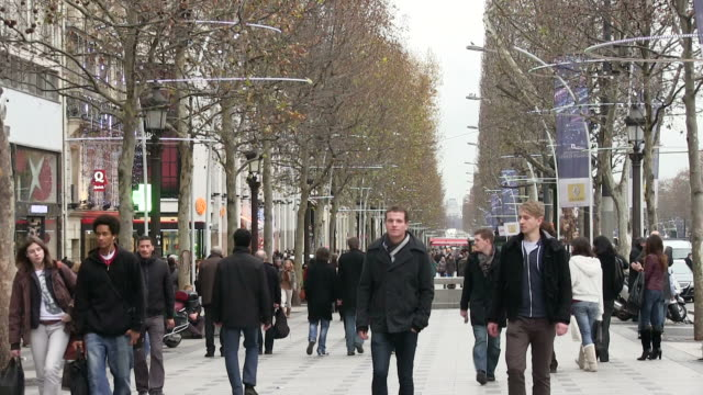 stockvideo's en b-roll-footage met ms people walking on street / paris, ile de france, france - street