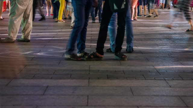 4K TIME LAPSE (4096 x 2160): människor som gick på gatan. (APPLE PRORES 422(HQ)