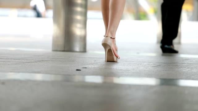 Menschen zu Fuß auf dem Bürgersteig, Slow-motion