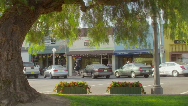 stockvideo's en b-roll-footage met ws people walking past store fronts / sierra madre, california, united states - sierra madre
