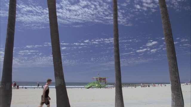 stockvideo's en b-roll-footage met ds people walking, running and riding bikes along the beach / santa monica, california, united states - letterbox format