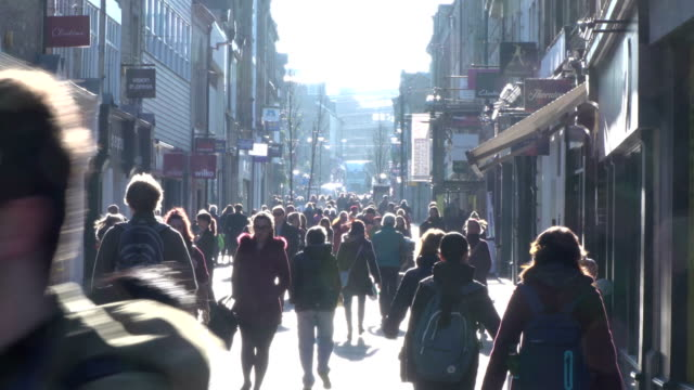 4K people walking & shopping in High Street - Timelapse