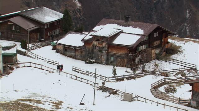 ws people walking though mountain village in winter / gimmelwald, berner oberland, switzerland - gimmelwald stock videos & royalty-free footage