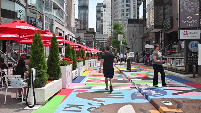 vidéos et rushes de people walking through downtown toronto as ontario reopens, in toronto, ontario, canada on saturday, june 19, 2021. ontario is now allowing limited... - non urban scene