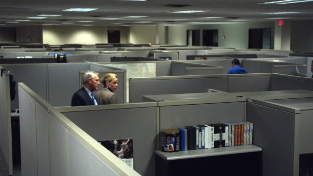 ws ha people walking through maze of cubicles, dallas, texas, usa - office partition stock videos & royalty-free footage