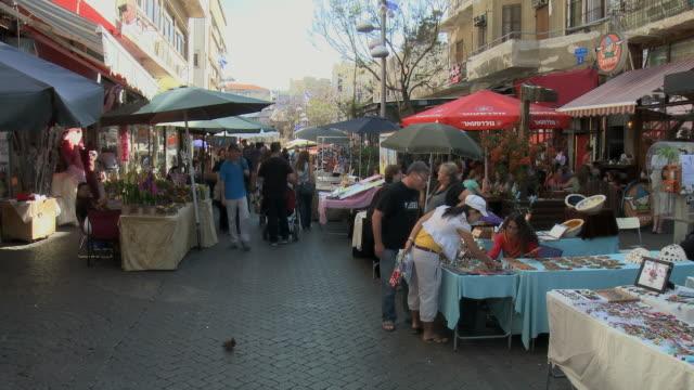 ws pan people walking through street flea market / tel aviv, israel - tel aviv stock videos & royalty-free footage