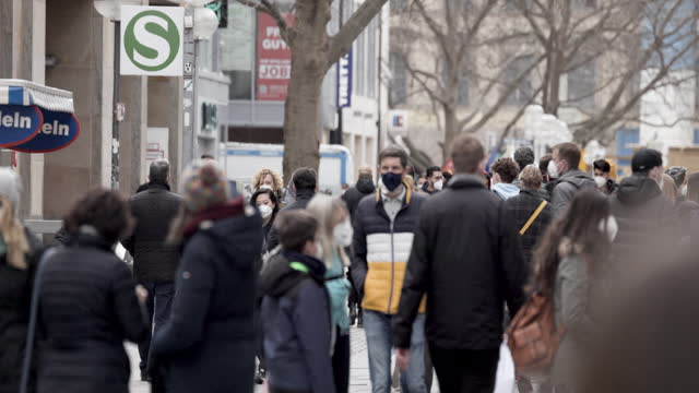 people walking through the pedestrian zone kaufingerstrasse one last time before munich goes back into lockdown on april 3, 2021 in munich, germany.... - 30 seconds or greater stock videos & royalty-free footage