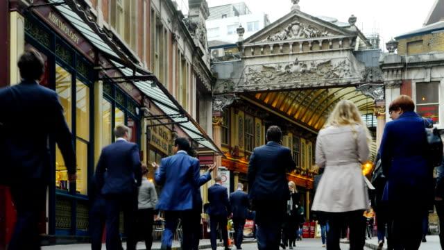 Människor som gick till London Leadenhall marknaden