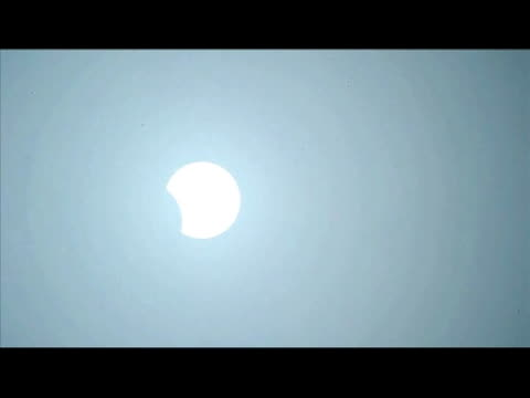 stockvideo's en b-roll-footage met people watch a total solar eclipse drew an 11,000-kilometer arc over the pacific sunday, plunging remote isles into darkness in a heavenly display... - de ruimte en astronomie