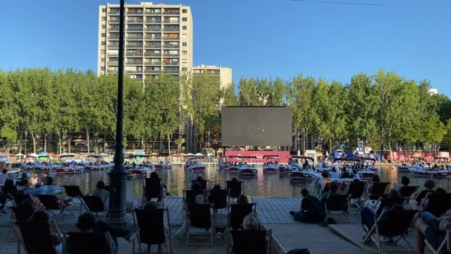 people watch form boats the film le grand bain during a screening through the le cinema sur l'eau organized by paris plages on july 18 2020 in paris... - canal stock videos & royalty-free footage