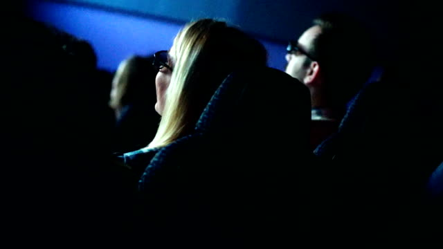 人で映画、映画館がございます。 - 3dメガネ点の映像素材/bロール