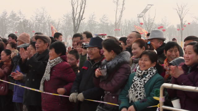 ms pan people watching performance at temple fair to celebrate chinese spring festival / xi'an, shaanxi, china - abiti pesanti video stock e b–roll