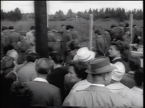view people watching soldiers put up barbed wire fence of berlin wall / germany - 1961 stock-videos und b-roll-filmmaterial