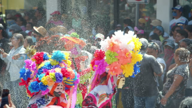 people watching the parade of colorful costumes during the zoque coiteco carnival in chiapas, mexico - chiapas stock-videos und b-roll-filmmaterial