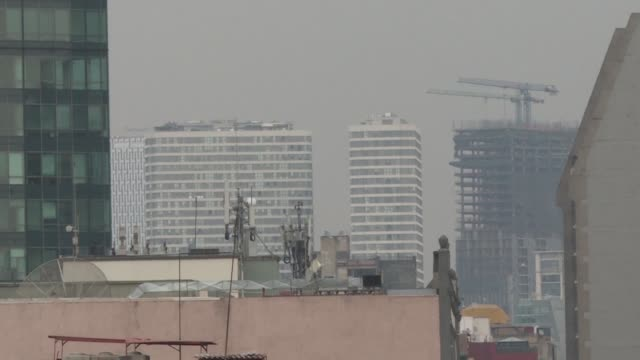 people wear face mask in mexico city as a thick layer of smog enveloping the mexican capital resulted in an air pollution alert urging people to stay... - smog stock videos & royalty-free footage