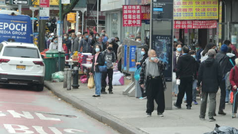 people wearing face mask shopping in flushing chinatown, queens, new york amid the 2020 global coronavirus pandemic. - chinese ethnicity stock videos & royalty-free footage