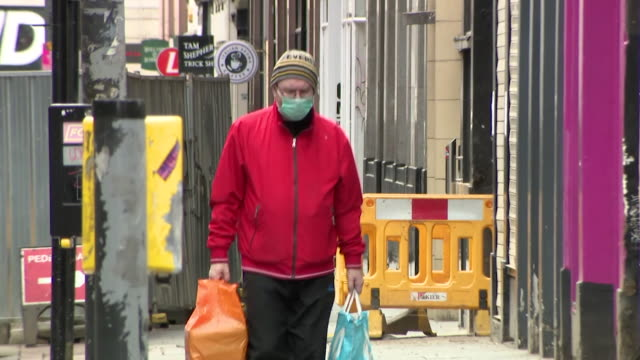 people wearing face masks and face coverings on streets in glasgow during the coronavirus pandemic - obscured face stock videos & royalty-free footage