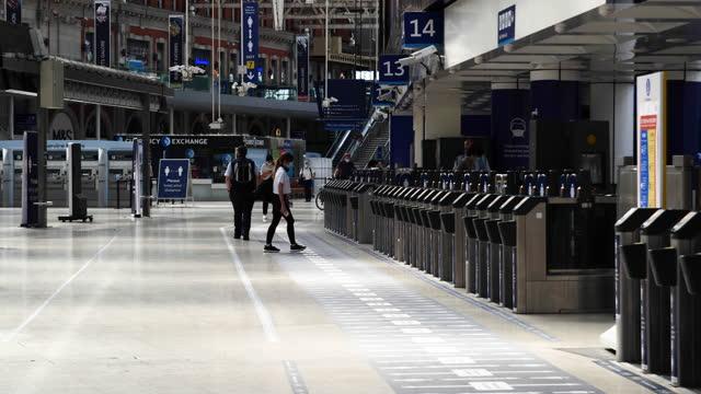 people wearing face masks enter gates at waterloo national rail station in morning rush hour during covid-19 coronavirus pandemic in london, england,... - epidemic stock videos & royalty-free footage