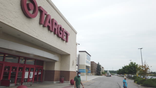 people wearing mask leaving target's store in kansas, usa amid the 2020 global coronavirus pandemic - kansas stock videos & royalty-free footage