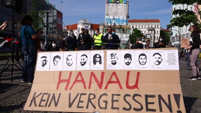 people wearing medical masks to prevent novel coronavirus pandemic gather to stage a demonstration to protest against racism on may 8 2020 in berlin... - rassismus stock-videos und b-roll-filmmaterial