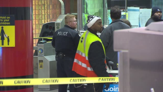 vídeos y material grabado en eventos de stock de 32 people were injured after a cta blue line train crashed at o'hare airport on march 24 2014 in chicago illinois th train jumped the bumper and... - metro de chicago