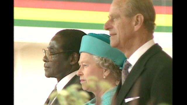 people who have lost honours; t25060802 - orig england: london: ext robert mugabe , queen elizabeth ii and prince philip on dais during state visit... - douglas hurd stock-videos und b-roll-filmmaterial