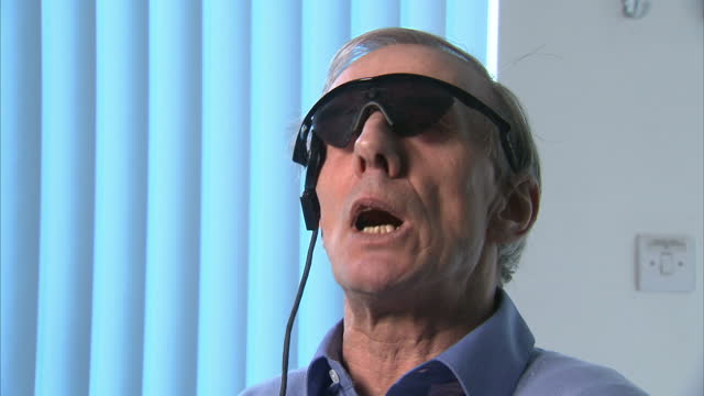 vídeos y material grabado en eventos de stock de people who've been blind for decades are able to see again after having a 'bionic eye' fitted. doctors in london say the retinal implant is... - ingeniería
