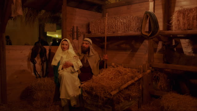 people with traditional clothes take part in the annual living nativity scenes in squinzano, italy, on december 30, 2019. - キリスト降誕点の映像素材/bロール