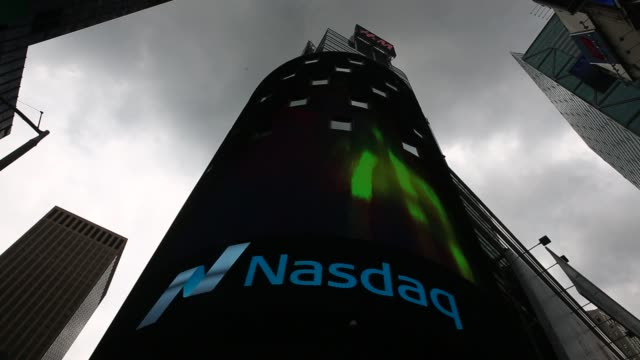 people work the market intelligence desk at nasdaq in new york, u.s., on thursday, august 18, 2016. shots: wide shto of workers on computers with... - ナスダック点の映像素材/bロール