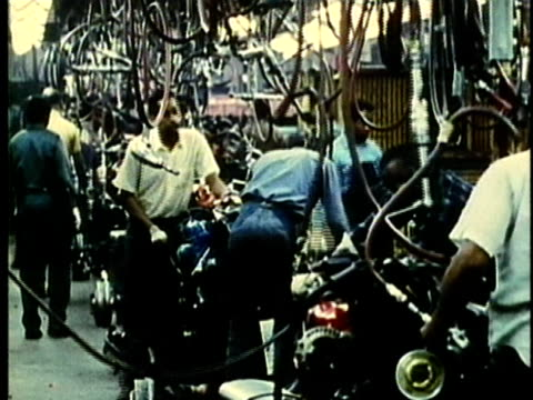 vídeos de stock, filmes e b-roll de montage, people working at car assembly line in factory, 1960's, detroit, michigan, usa - 1960 1969