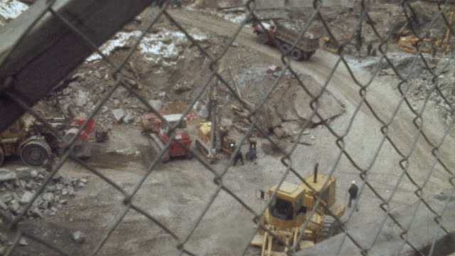 stockvideo's en b-roll-footage met 1978 montage ms ha tu td people working at downtown construction site, new york city, new york state, usa - 1978