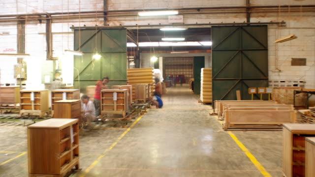 vídeos de stock, filmes e b-roll de ms, ds, t/l, people working in furniture factory - mobília