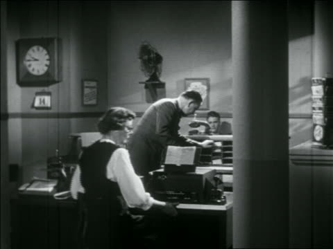 vidéos et rushes de b/w 1956 people working in western union telegraph office - 1956