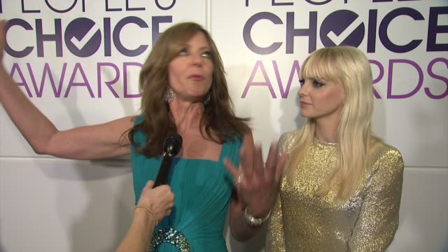 chyron people's choice awards 2015 in los angeles ca - people's choice awards stock videos & royalty-free footage