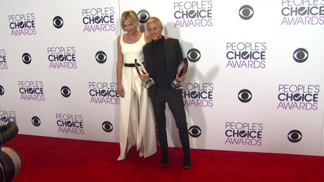 vídeos y material grabado en eventos de stock de chyron people's choice awards 2016 at nokia plaza la live on january 6 2016 in los angeles california - ellen degeneres