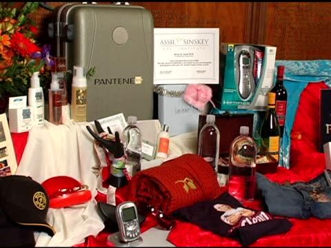 people's choice gift basket items at the 2005 people's choice awards sneak preview at the pasadena civic auditorium in pasadena, california on... - パサディナ公会堂点の映像素材/bロール
