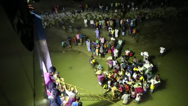 vidéos et rushes de peoples crowded on launch to return capital city dhaka after eid vacation to coastal area of bangladesh - climate change