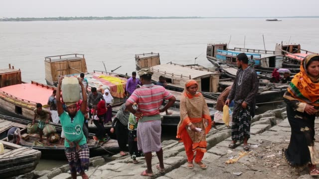 people's lifestyle inside sundarban at satkhira bangladesh on april 10 2018 the sundarbans which means 'beautiful jungle' in bengali is the world's... - ein tag im leben stock-videos und b-roll-filmmaterial